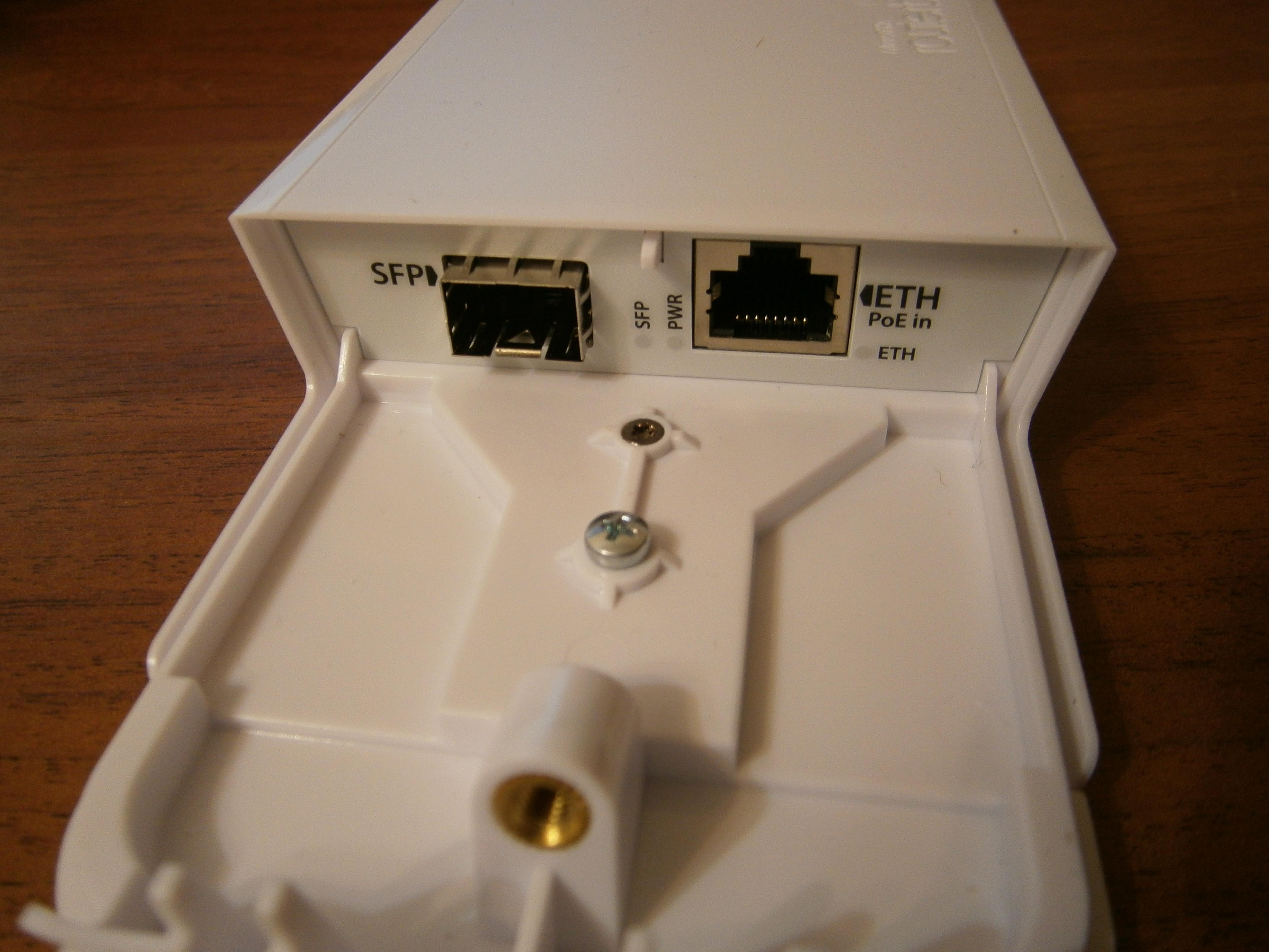Рис. 4. Порты SFP и Ethernet.
