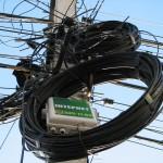 Монтаж оптического кабеля на столбах