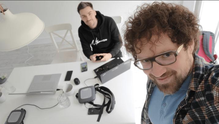 Мет та Мак в процесі тестування WiFi 6